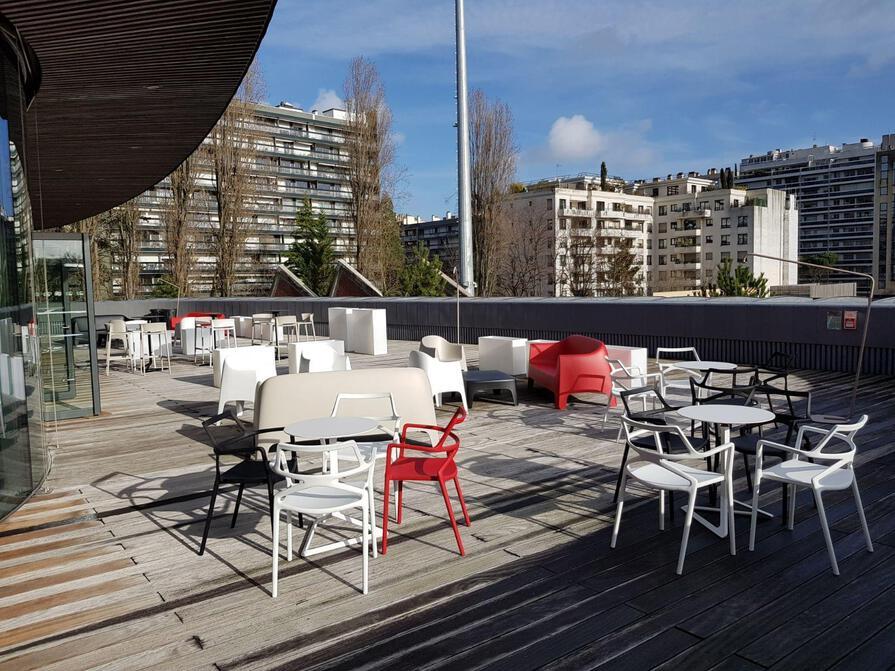 Création d'une terrasse se déclinant en lieu de détente et de restauration